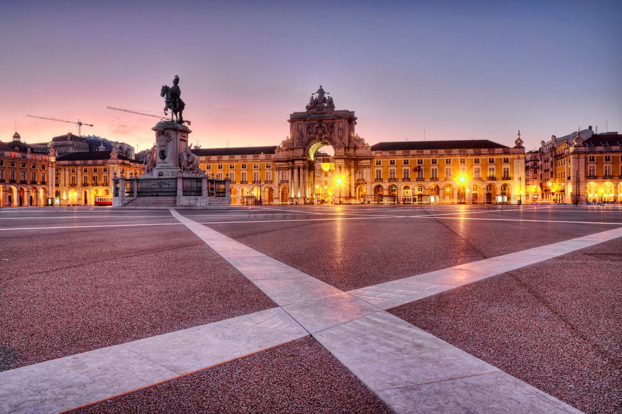 Praça-do-Comércio-in-Lisbon-109719368_2048x1365.jpeg