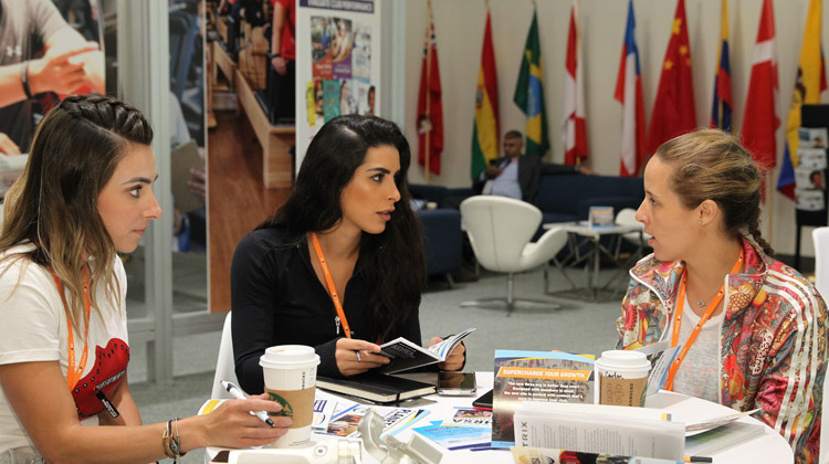 CV18_international-lounge_roundtable-discussion.jpg